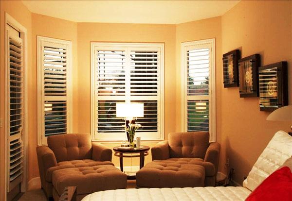 这款百叶窗和客厅的整体大气风格很是搭配,整体营造出一种欧式简约的
