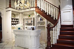南坪红星美凯龙楼梯、酒柜