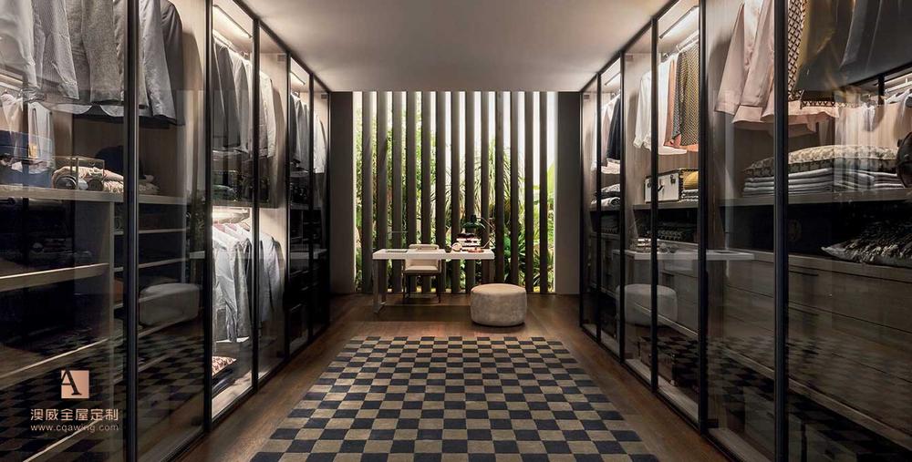 澳威的客厅设计,仿佛讲述着一个由美学、功能质量、风格与技艺构成的曼妙故事。一些简单的线条设计,极富创意和个性的饰品,澳威都能以极简的设计缔造超凡脱俗的高级感,用一种全新的形式衍生出一种更加均匀和平衡的艺术美感。